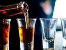 Медики предупредили об опасности употребления алкоголя во время карантина
